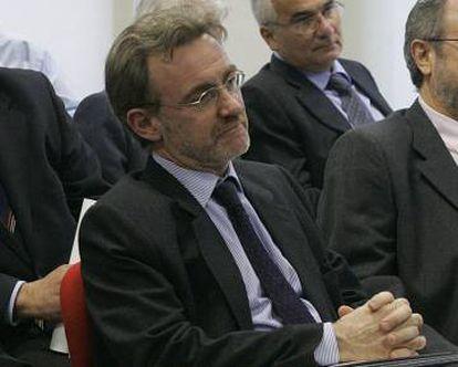 Josep Maria Via, en primer plano, en un acto sobre la financiación de la sanidad catalana en 2005.