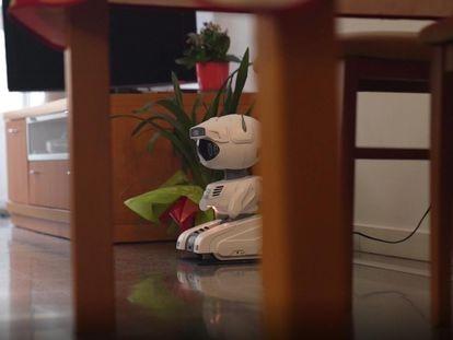 El robot ARI. creado para ayudar a mejorar la atención que reciben los ancianos que viven solos.