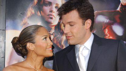 Jennifer Lopez y Ben Affleck en el estreno de 'Daredevil', en Los Ángeles en febrero de 2003.