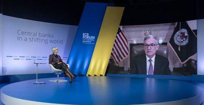 La presidenta del BCE, Christine Lagarde, y el presidente de la Fed, Jerome Powell, en un diálogo virtual celebrado en noviembre de 2020.