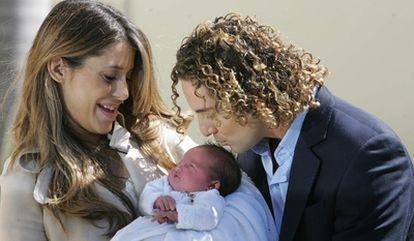 El cantante David Bisbal y Elena Tablada presentan a su hija Ella.