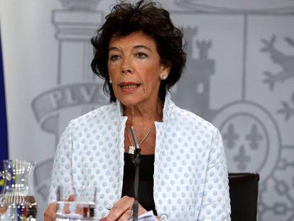La ministra Isabel Celaá tras el último Consejo de Ministros.