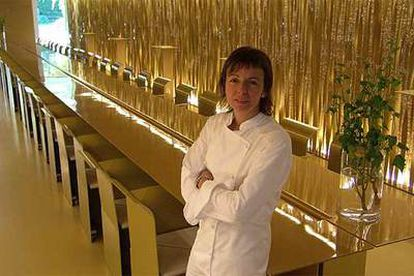 Fina Puigdevall, en Les Cols, Olot. La sala fue portada del libro de Bethan Ryder <b>'Los restaurantes más bellos </b> del mundo'.
