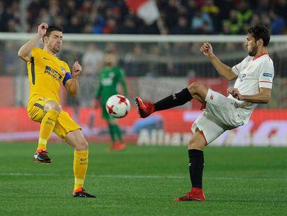 Gabi y Franco Vazquez pugnan por el balón.
