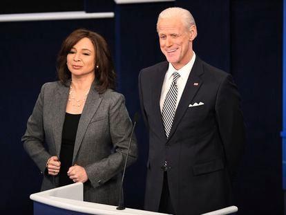 Jim Carrey caracterizado como Joe Biden y Maya Rudolph como Kamala Harris en el programa 'Saturday Night Live' el 3 de octubre.