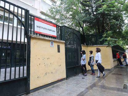 La Comunidad de Madrid retirará preventivamente elementos de amianto detectados en bajantes del sótano del instituto Fortuny, en Madrid.