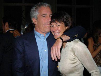 Jeffrey Epstein y Ghislaine Maxwell, en 2005.