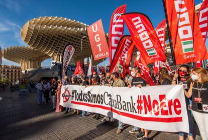 Manifestación en Sevilla el pasado mayo para rechazar el ERE de Caixabank.