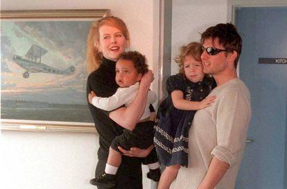 Nicole Kidman y Tom Cruise con sus hijos Connor y Bella cuando eran pequeños.