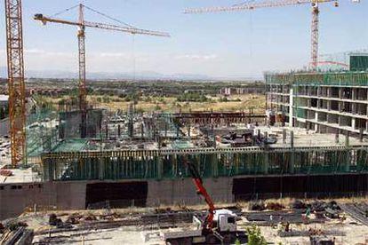 Obras de construcción del Centro de Deportes Acuáticos de Madrid, junto al estadio de La Peineta.
