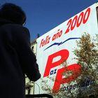 Pancarta gigante en la fachada de la sede del PP en calle Génova de Madrid, en 1999.