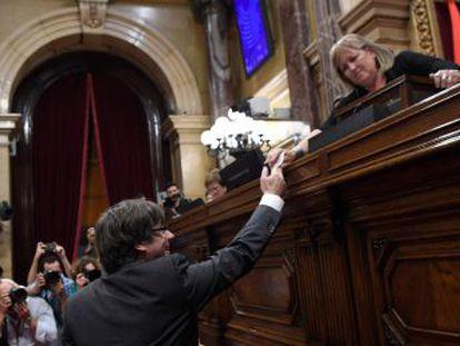 La propuesta de Junts pel Sí y la CUP sale adelante en una votación secreta y con la ausencia de la oposición
