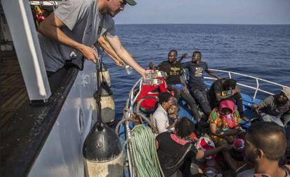 Imagen de archivo de un rescate de 'Open Arms' en el Mediterráneo.