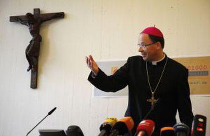 El obispo de Tréveris, Stephan Ackermann, al presentar en 2010 la línea de ayuda a víctimas de abuso.