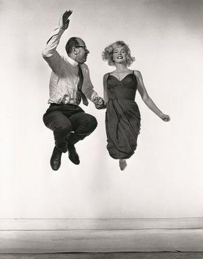 Halsman y Marilyn Monroe en una de las imágenes del fotógrafo que podrá verse en Barcelona.