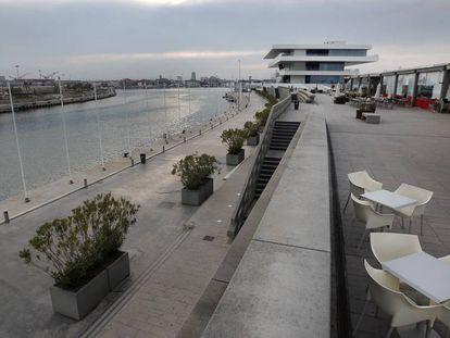 Vista de la dársena del puerto de Valencia.
