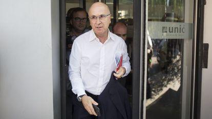Duran Lleida saliendo de la sede de Unió.
