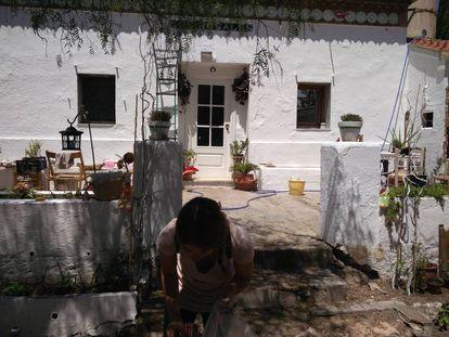 María Gombau, en su casa, todavía sin acabar de arreglar, entre finales de 2017 y principios de 2018.