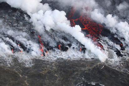 La lava del volcán Kilauea de Hawái llegó al mar después de una erupción de dos meses en 2018 y un viaje de nueve kilómetros.
