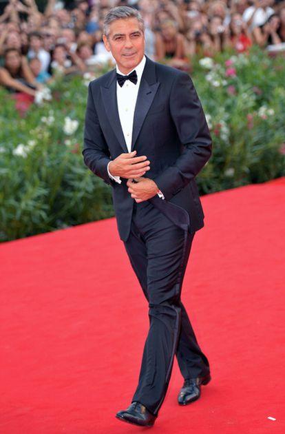 George Clooney a su llegada a la alfombra roja de la Mostra de Venecia en la que participa el filme The Ides of March, escrita y dirigida por el actor estadounidense.