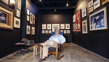 Alejandro Sales, ayer en su galería barcelonesa.