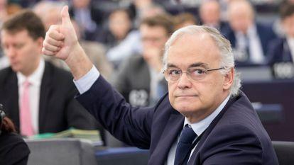 El eurodiputado Esteban González Pons, durante una sesión del Parlamento Europeo, en 2019.