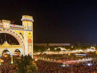 Apertura de la Feria de Abril, una de las mayores atracciones turísticas de Sevilla.