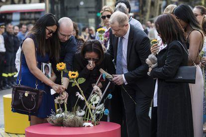 Las víctimas de los atentados del 17-A, durante la ofrenda floral de La Rambla de Barcelona de 2019.