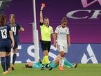 Russian referee Anastasia Pustovoitova shows a red card to Lyon's English forward Nikita Parris (R) during the UEFA Women's Champions League semi-final football match between Paris Saint-Germain and Lyon at the San Mames stadium in Bilbao on August 26, 2020. (Photo by Villar Lopez / POOL / AFP)
