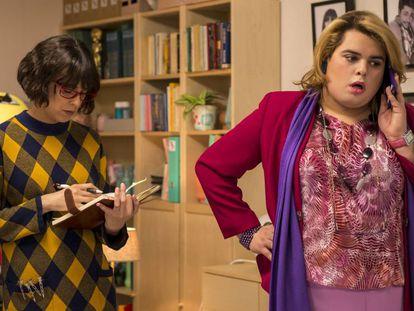 Belén Cuesta y Brays Efe, en la segunda temporada de 'Paquita Salas'.