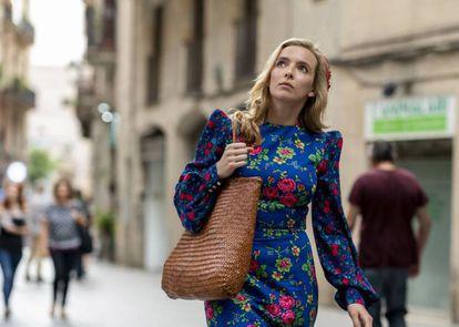 Villanelle (Jodie Comer), caminando por el Borne en Barcelona. |