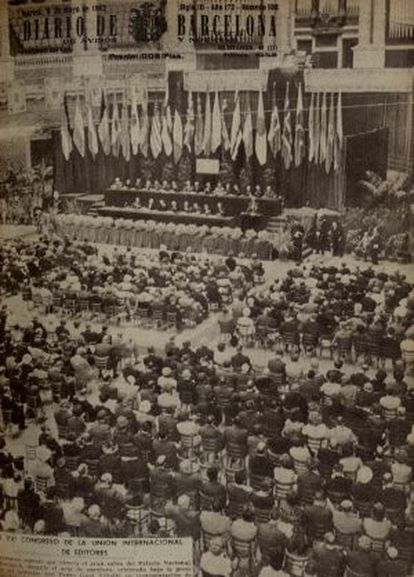 Reproducción de la portada del diario de Barcelona del dia 08/05/1962, que ilustra la inauguración del Congreso de Editores en la Sala Oval del Palau Nacional de Montjuic.