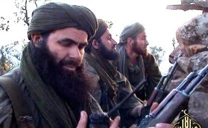 Abdelmalek Drukdel, en primer plano, durante la ocupación yihadista del norte de Malí en 2012.