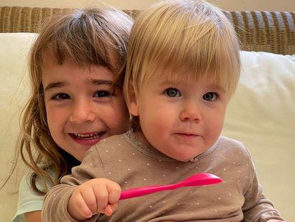 Las pequeñas Olivia y Anna, en una imagen cedida por la familia.