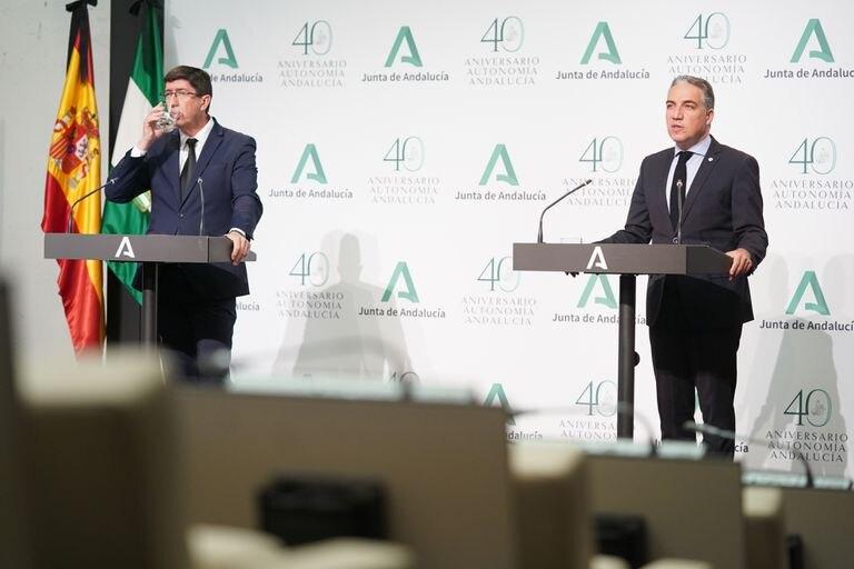El vicepresidente de la Junta de Andalucía, Juan Marín, y el consejero de la Presidencia, Elías Bendodo, el lunes.