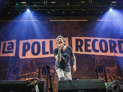 Evaristo Páramos, al frente de La Polla Records el 25 de octubre de 2019 en Barcelona, en la gira que cuenta el documental 'No somos nada'.