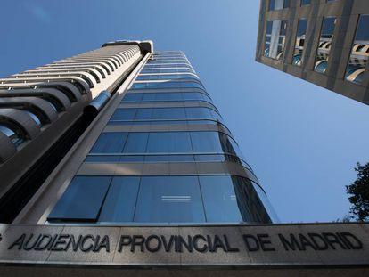 Entrada a la sede de la Audiencia Provincial de Madrid, en la calle Santiago de Compostela
