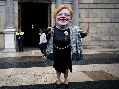 La Grossa delante del Palau de la Generalitat.