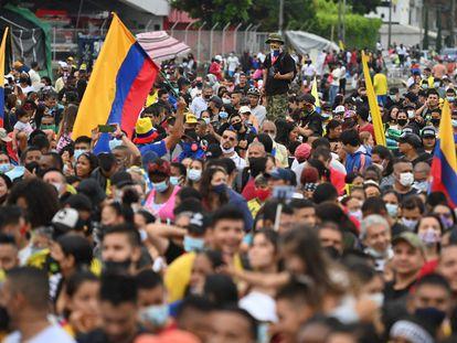 Manifestantes contra el Gobierno de Iván Duque participan en la inauguración de un monumento en Cali, el pasado 13 de junio.