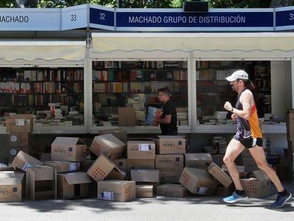 Preparativos para la edición de la Feria del Libro de Madrid 2019.
