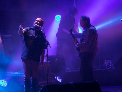 Concierto del grupo Fuerza Nueva, formación del Niño de Elche y Los Planetas, en el Teatro Coliseum de Barcelona.