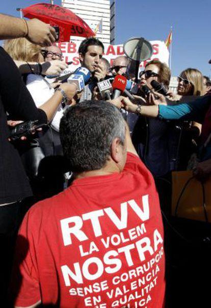 El presidente de la Unió de Periodistes Valencians, Sergi Pitarch, durante la protesta contra el cierre de RTVV.