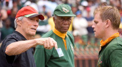 Clint Eastwood, a la izquierda, junto a Morgan Freeman y Matt Damon, durante el rodaje de la película.