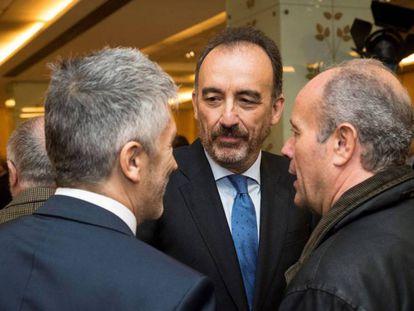 El ministro del Interior, Fernando Grande-Marlaska, saluda a Manuel Marchena. En vídeo, Maroto culpa al Gobierno de la renuncia de Marchena.