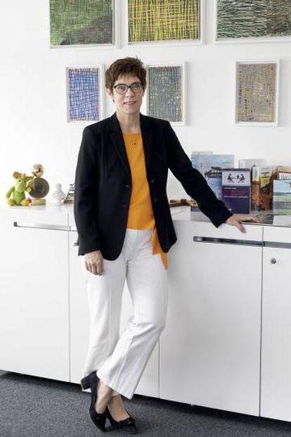 Annegret Kramp-Karrenbauer, en su despacho de la sede de la Unión Demócrata Cristiana (CDU), en Berlín el pasado martes.