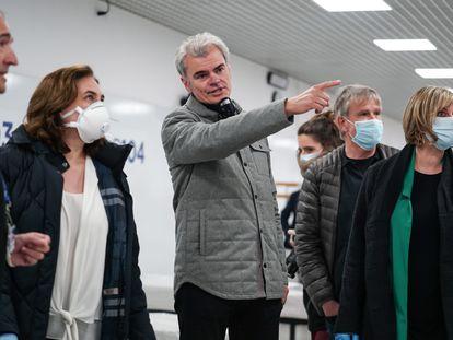 La alcaldesa de Barcelona, Ada Colau, y la consejera de Salud de la Generalitat, Alba Vergés, visitan el Pabellón de la Vall d'Hebron habilitado para pacientes de coronavirus.