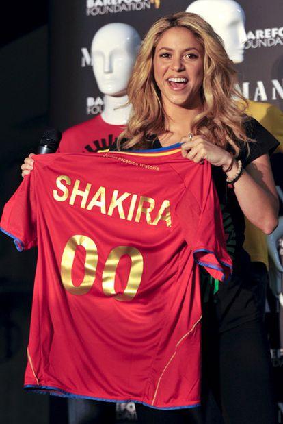 Shakira, con la camiseta de la selección española.