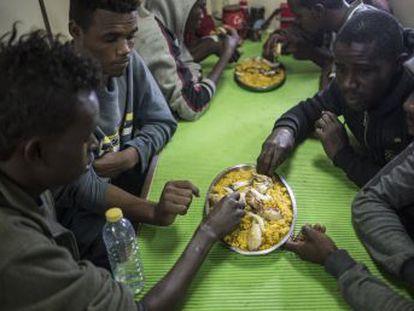 El país insular acepta el desembarco de los rescatados a cambio de que sean trasladados cuando reciban asistencia médica