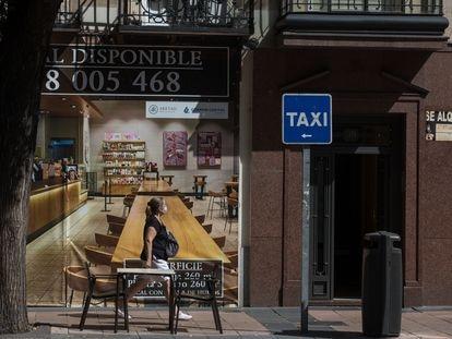 Uno de los locales cerrados en la calle de Goya de Madrid.