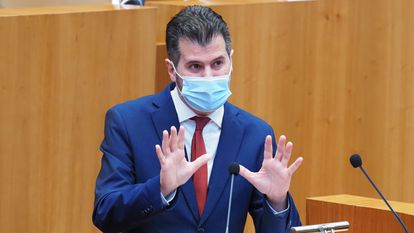 El portavoz del PSOE en las Cortes de Castilla y León, Luis Tudanca, este lunes durante la moción de censura.